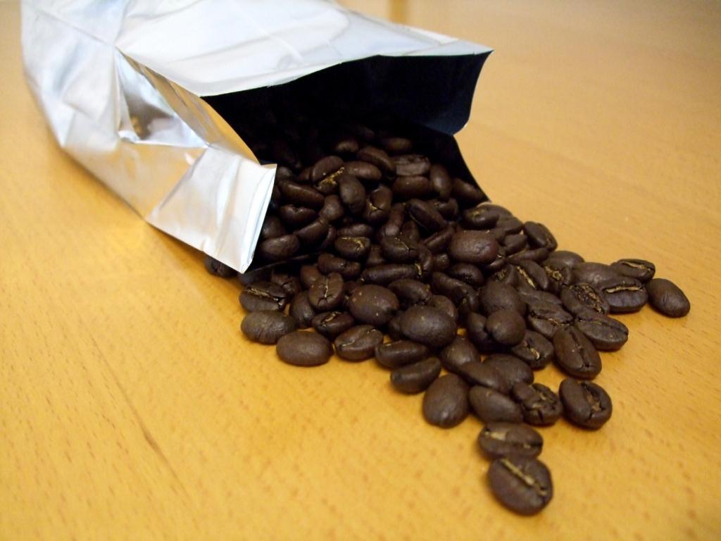 袋にパックされたコーヒー豆