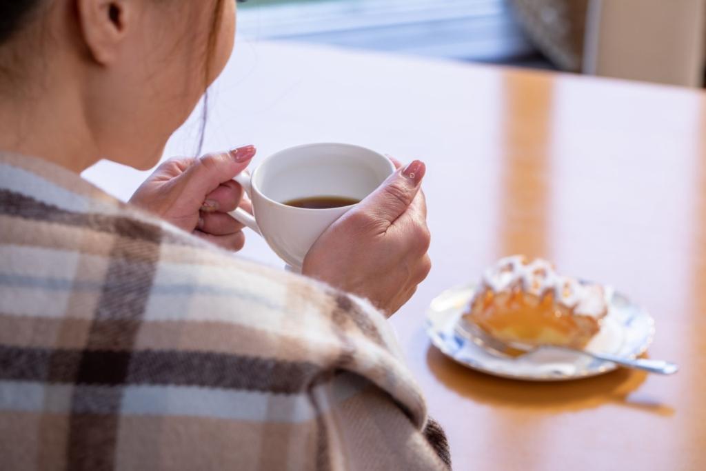カフェでコーヒーブレイク