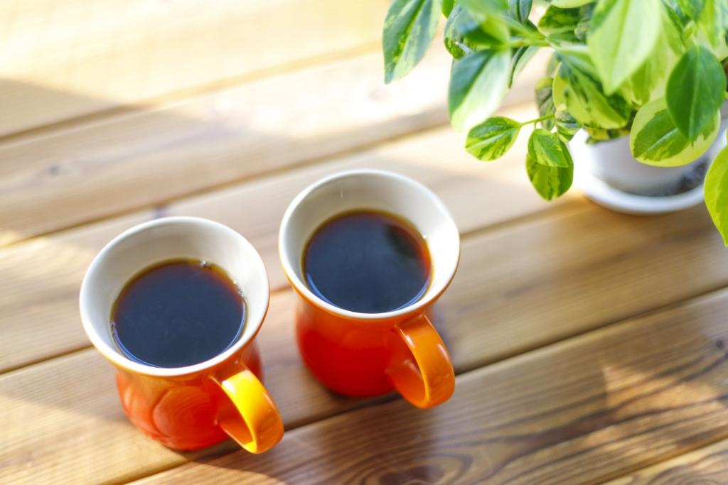 2つのカップのコーヒー