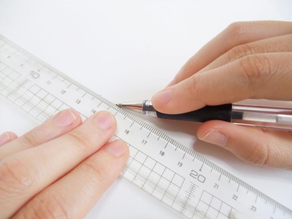 ペンで線を引く