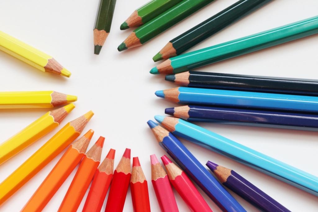 たくさんのカラー鉛筆